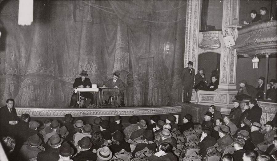 executie verkoop van het grand theatre 27 maart 1940 stadsarchief amsterdam mogelijk is in deze foto nog iets te herkennen van het haast 80 jaar eerder