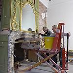 Plaatsing van gerestaureerde schoorsteenmantel